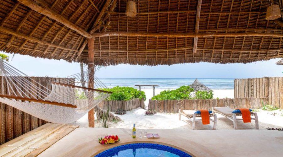 Bandas priv pool 02 beach front